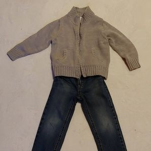 Old Navy 2pc set- Jean and zip up cardigan 2t 3t